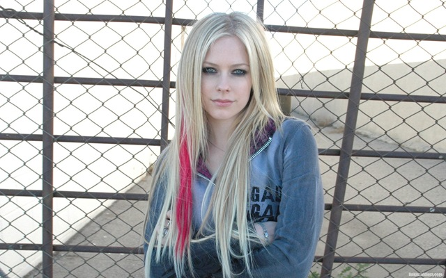 [avril-lavigne-1920x1200-29574 LinkinSoldiers[2].jpg]