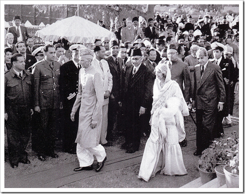 Quaid-e-Azam arrives to a reception at Karachi