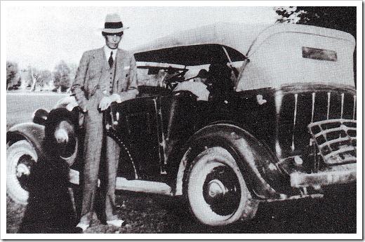 Quaid-e-Azam in immaculate dress outside his car