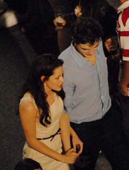 © QUEEN INTERNATIONAL<br />REFERENCE: REIS<br />Rio de Janeiro, Brazil, November 7th 2010<br />KRISTEN STEWART AND ROBERT PATTINSON SHOOTING ROMANTIC SCENES IN BRAZIL.<br />The Twilight star couple are shooting the second part of the movie
