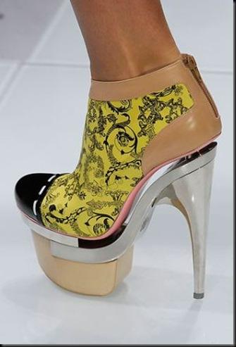 27-scarpe-versace-spring-2010-02