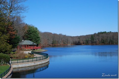 Spaudling Pond at Mohegan Park