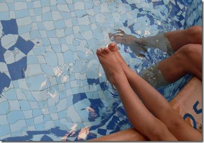 Aj e Nonnagiramondo in piscina