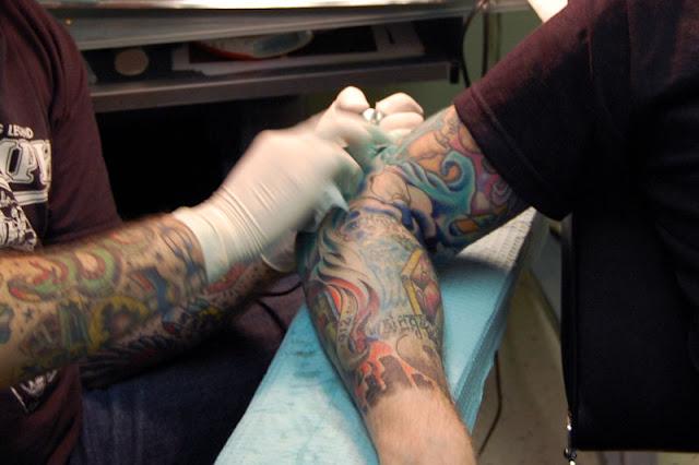 http://lh3.ggpht.com/_BJt0d6_TcD4/RpVYvQOI5VI/AAAAAAAABCE/gajwUs_2Ac8/s640/Tattoo3.jpg