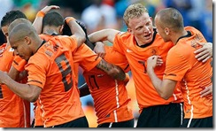 Dirk-Kuyt-celebrates-with-006