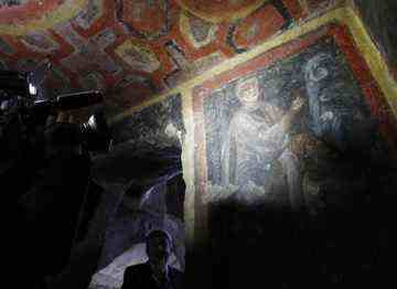 Icons of Peter and Paul dating to the second hald of the 4th century discovered in catacombs near Rome_02