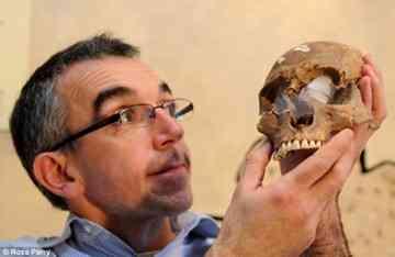 L'analyse d'un squelette à York Article-1337555-0C6E0758000005DC-174_634x412_thumb%5B3%5D