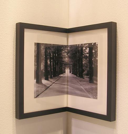 http://lh3.ggpht.com/_BkOsthGKM3U/TJ0Ho-WqYKI/AAAAAAAAAX0/Cp6kdrrEcy4/corner-picture-frames-2.jpg