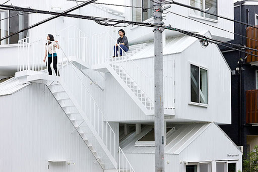 http://lh3.ggpht.com/_BkOsthGKM3U/TJ4k33J1z4I/AAAAAAAAAZM/_noVMLAbqEc/19%20Tokyo-Apartment.jpg