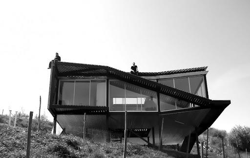 http://lh3.ggpht.com/_BkOsthGKM3U/TKgsxRXlKnI/AAAAAAAAAes/XaWcQKhRHvg/16%20Artistic-House-Design.jpg