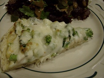 Chicken Alfredo Pizza Slice (640x477)