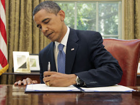 barack-obama-signs-unemployment-extension-bill-july-22-2010