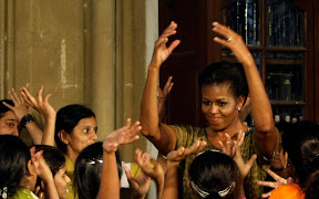 obama-visit-to-india-michelle-obama-sings-and-dances-with-kids