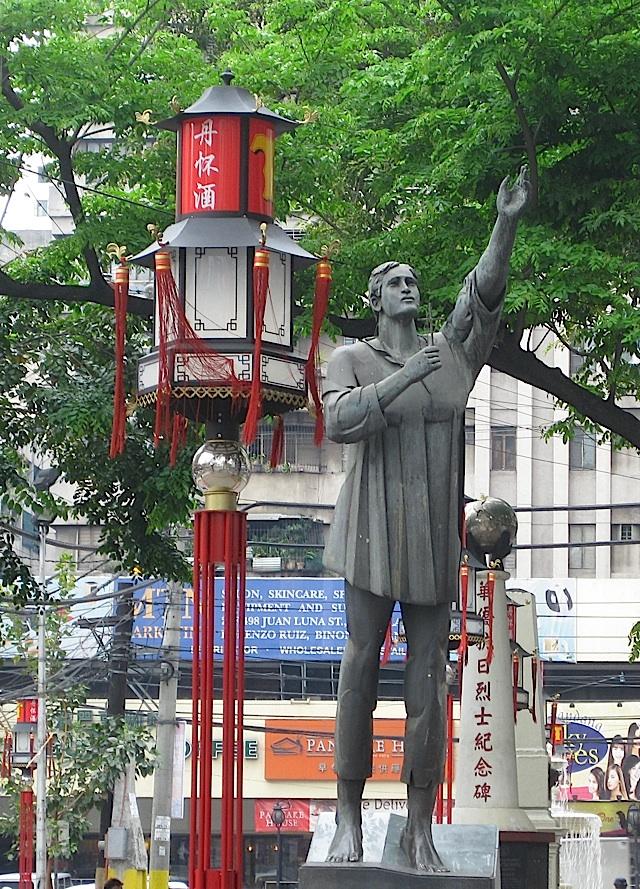 statue of San Lorenzo Ruiz in Binondo, Manila