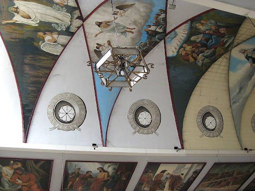 paintings of scenes in the life of Jesus on the ceiling of the Binondo Church