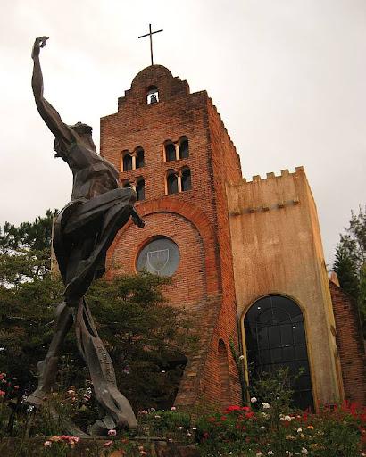 Ben-Hur Villanueva's Risen Christ sculpture and the Transfiguration Chapel in Caleruega in Batangas
