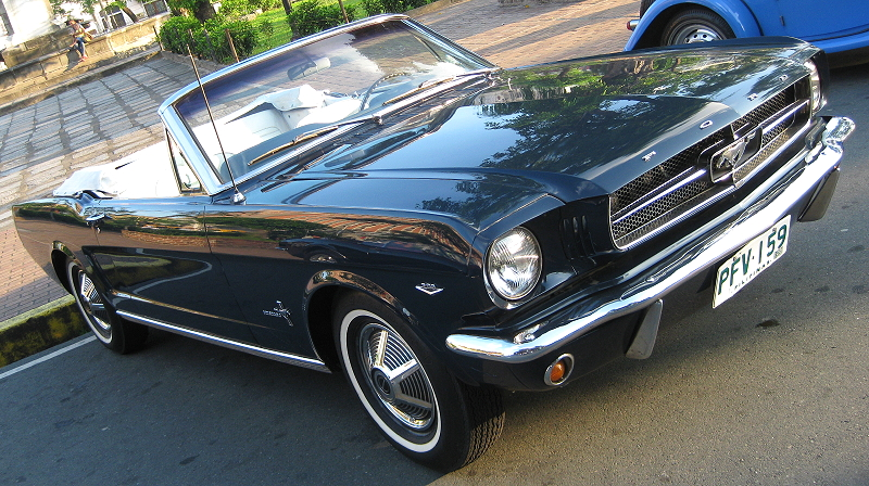 black convertible Ford Mustang 289