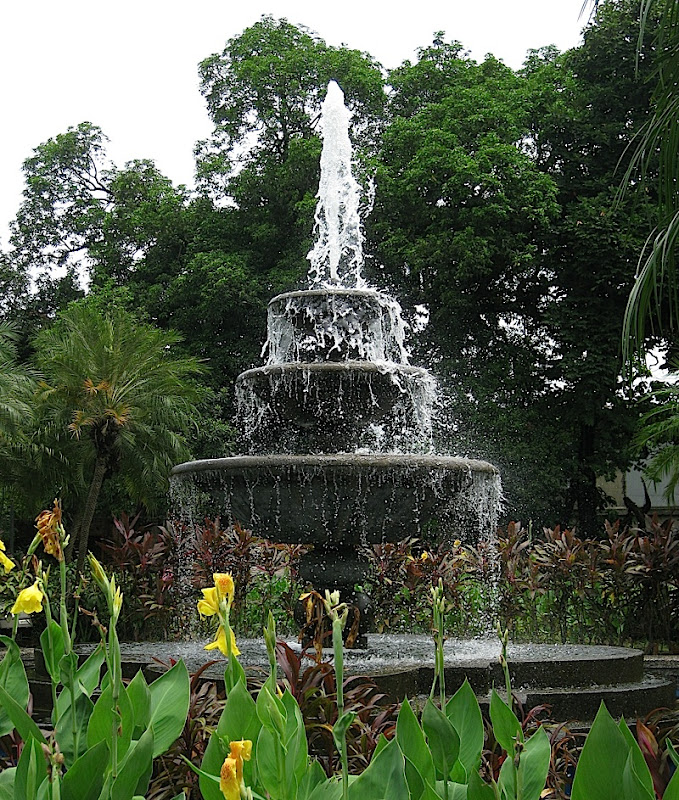 fountain in Plaza Moriones in Fort Santiago