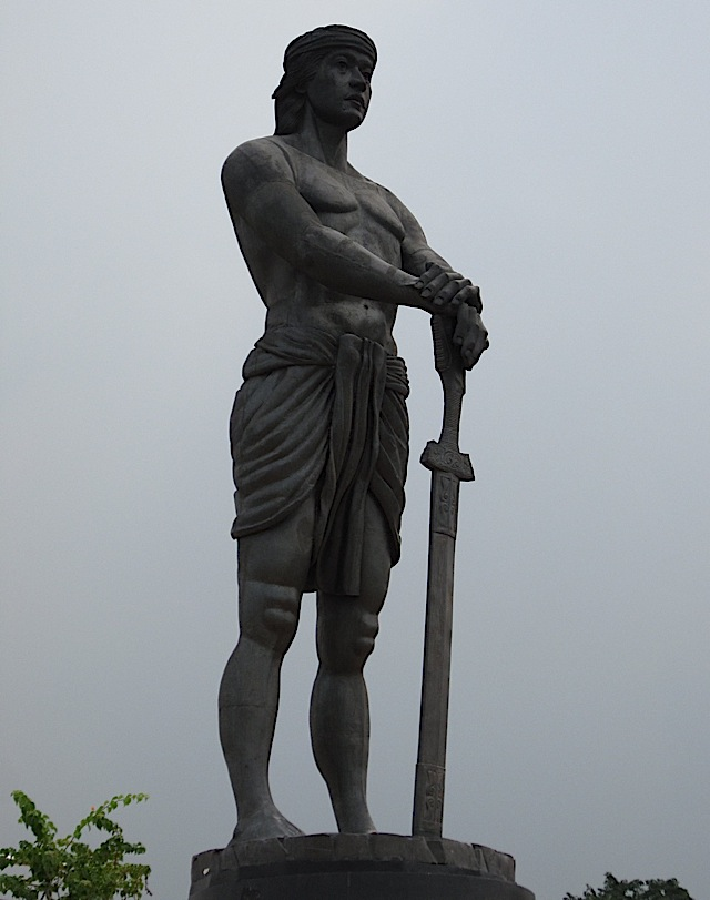 statue of Lapu-Lapu at the Rizal Park