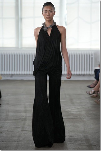 elleDonna-Karen-New-York-Resort-2011-18_runway