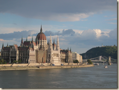 250px-Budapest_Parlament