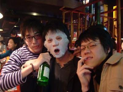 피부관리하는 친구 [친구,술,소주,생일,birthday]