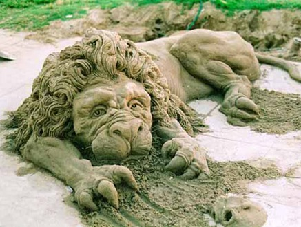 lion-sand-sculpture
