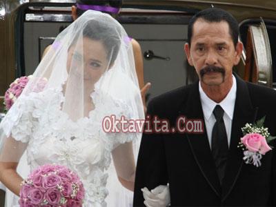 Verlita Evelyn dan Ivan Saba