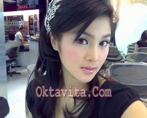 Trik Cantik Ala Sandra Dewi