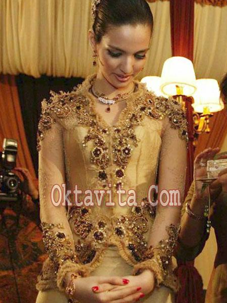 Model Kebaya Lamaran :