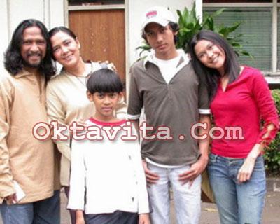 Lydia Kandau dan Keluarga
