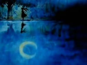 luna resplandor en el agua