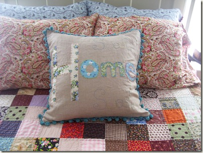 Sweet Home pillow 020