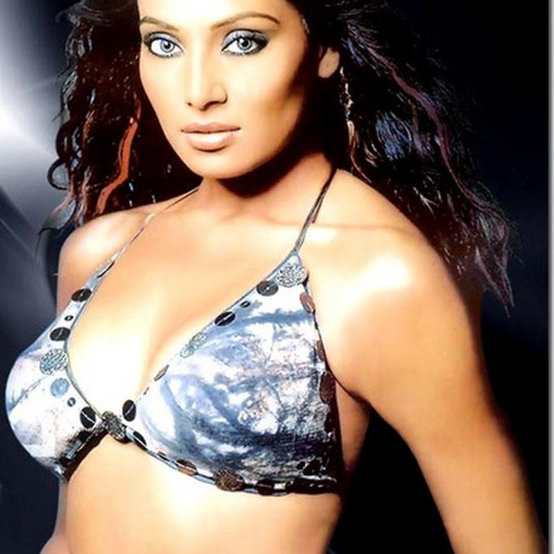 Bipasha Basu sexy new year performance