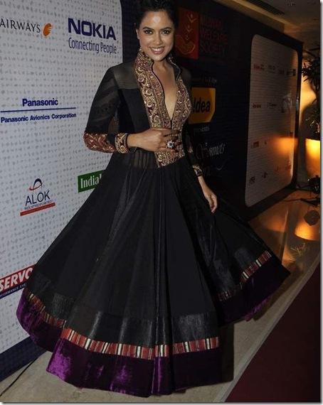 Sameera Reddy at Mijwan Fashion show3
