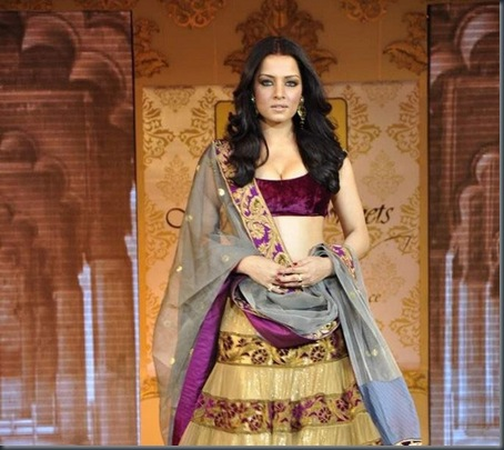 Fashion showCelina Jaitley at Mijwan Fashion show1