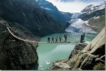 Trilha para caminhada no cantão de Valais - Suíça b