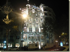 Casa Battlo at night