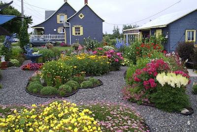 au petit jardin fleuri association des petits jardins du qu bec. Black Bedroom Furniture Sets. Home Design Ideas
