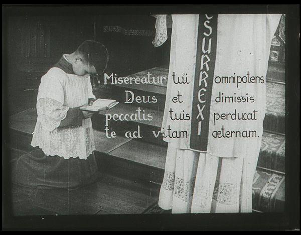 Films fixes et publicités de quartier sur www.filmfix.fr : Servir la messe - Film N°1 : Comment servir la messe basse