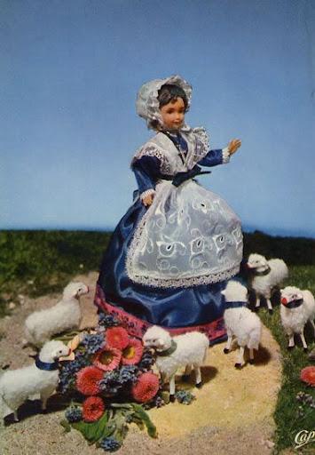 Cartes Postales Pop et  Kitsch des années 50, 70 et 70 Regional Puppets / Poupées Régionales