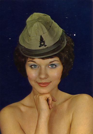 Cartes Postales Pop et  Kitsch des années 50, 70 et 70 - Pop and kitsch vintage postcards from the fifties, the sixties and the seventies : Funny hats, Militaria