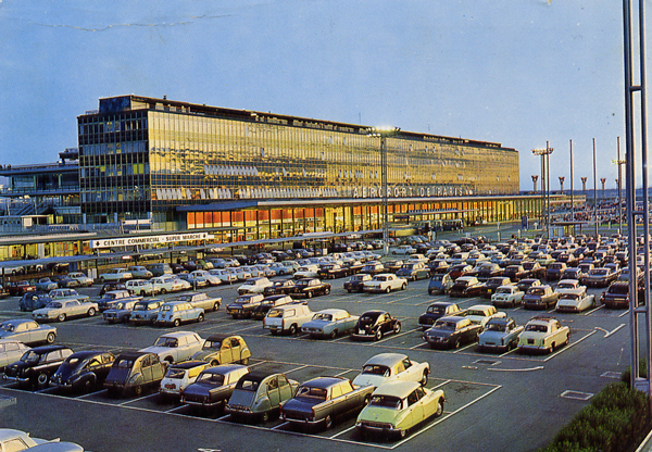 Cartes Postales Pop et  Kitsch des années 50, 70 et 70 - Pop and kitsch vintage postcards from the fifties, the sixties and the seventies : AEROPORT DE PARIS-ORLY La facade nord de l'aérogare