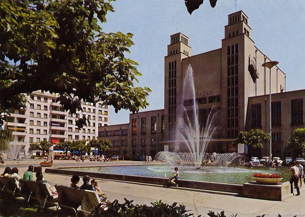 Cartes Postales Pop et  Kitsch des années 50, 70 et 70 - Douceur de vivre : VILLEURBANNE (Rhône) Place Docteur Lazare Goujon Ancien député - Maire de Villeurbanne