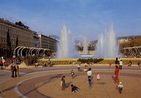 Cartes Postales Pop et  Kitsch des années 50, 70 et 70 - Douceur de vivre : COTE D'AZUR / FRENCH RIVIERA NICE (Alpes Maritimes) Les nouveaux jardins de l'Esplanade du Paillon