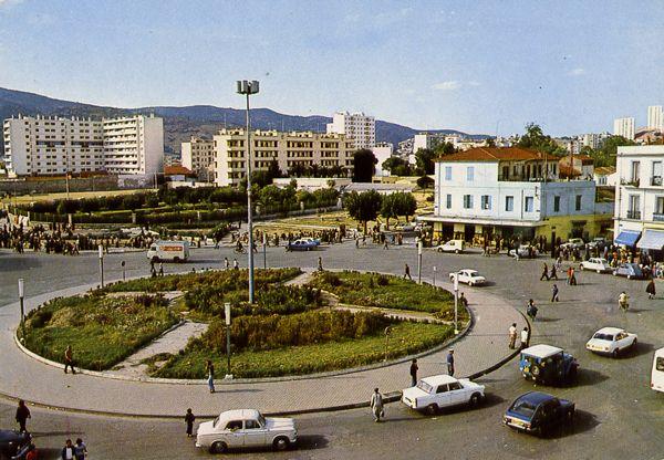 Cartes Postales Pop et  Kitsch des années 50, 70 et 70 - Douceur de vivre : ANNABA Place Nouri