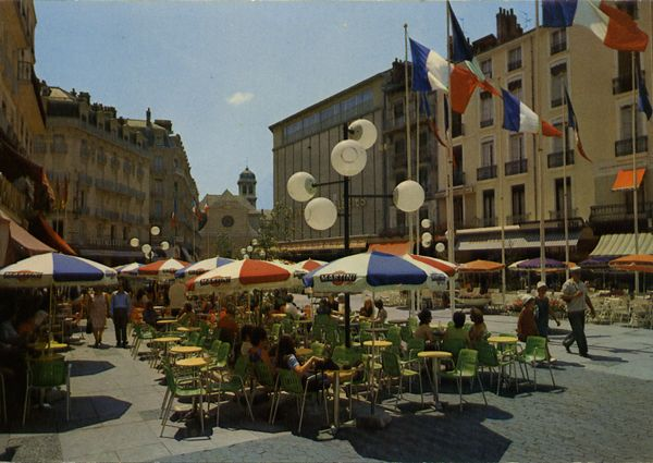 Cartes Postales Pop et  Kitsch des années 50, 70 et 70 - Pop and kitsch vintage postcards from the fifties, the sixties and the seventies : GRENOBLE Place Grenette