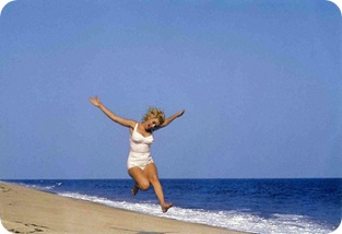 beautiful marilyn beach jump