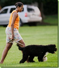 michelle-obama-walking-dog-450a061509