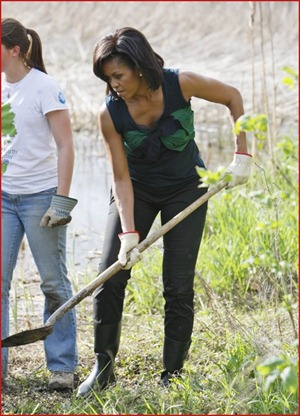 michelle-obama-planting-a-tree